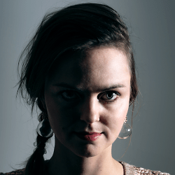 Bára Zmeková